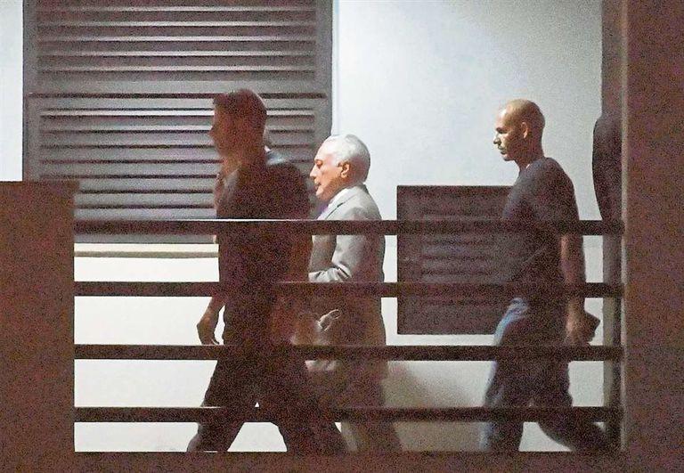 Temer, ayer, a su llegada a Río de Janeiro, tras ser trasladado desde San Pablo, donde fue detenido