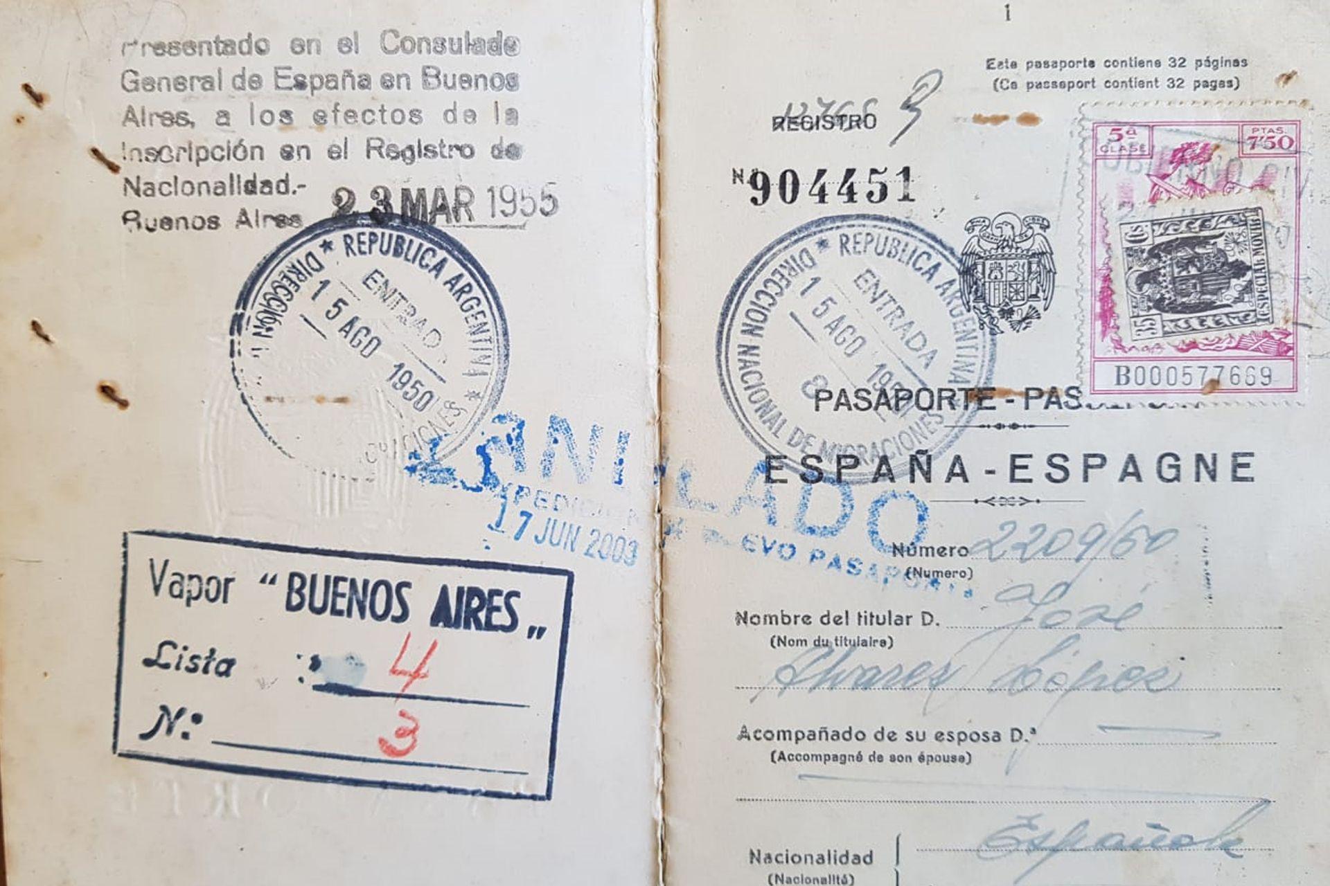 Pepe desembarcó en Buenos Aires durante la celebración de Santa María, junto a sus padres.
