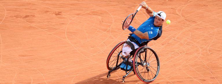 La historia de Gusti Fernández, del infarto medular a la cima del tenis adaptado