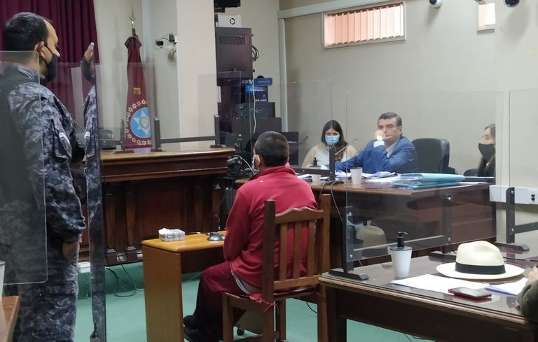 """""""Si está escrito así, no lo voy a negar"""", dijo el acusado cuando el fiscal Toranzos lo interrogó por el contenido de las cartas donde explicaba el plan para asesinar a su pareja y suicidarse"""