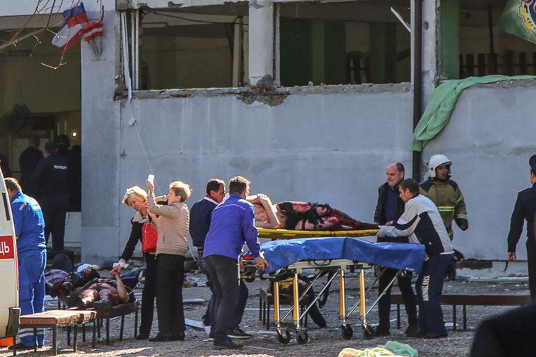 Un alumno hizo estallar una bomba en una escuela de Crimea: al menos 18 muertos