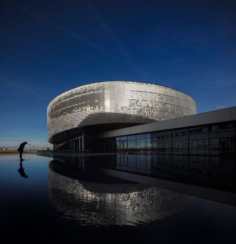 Aquatis, complejo de hotel y acuario-vivero en Lausanne (Suiza), creación del arquitecto argentino Ignacio Dahl Rocha