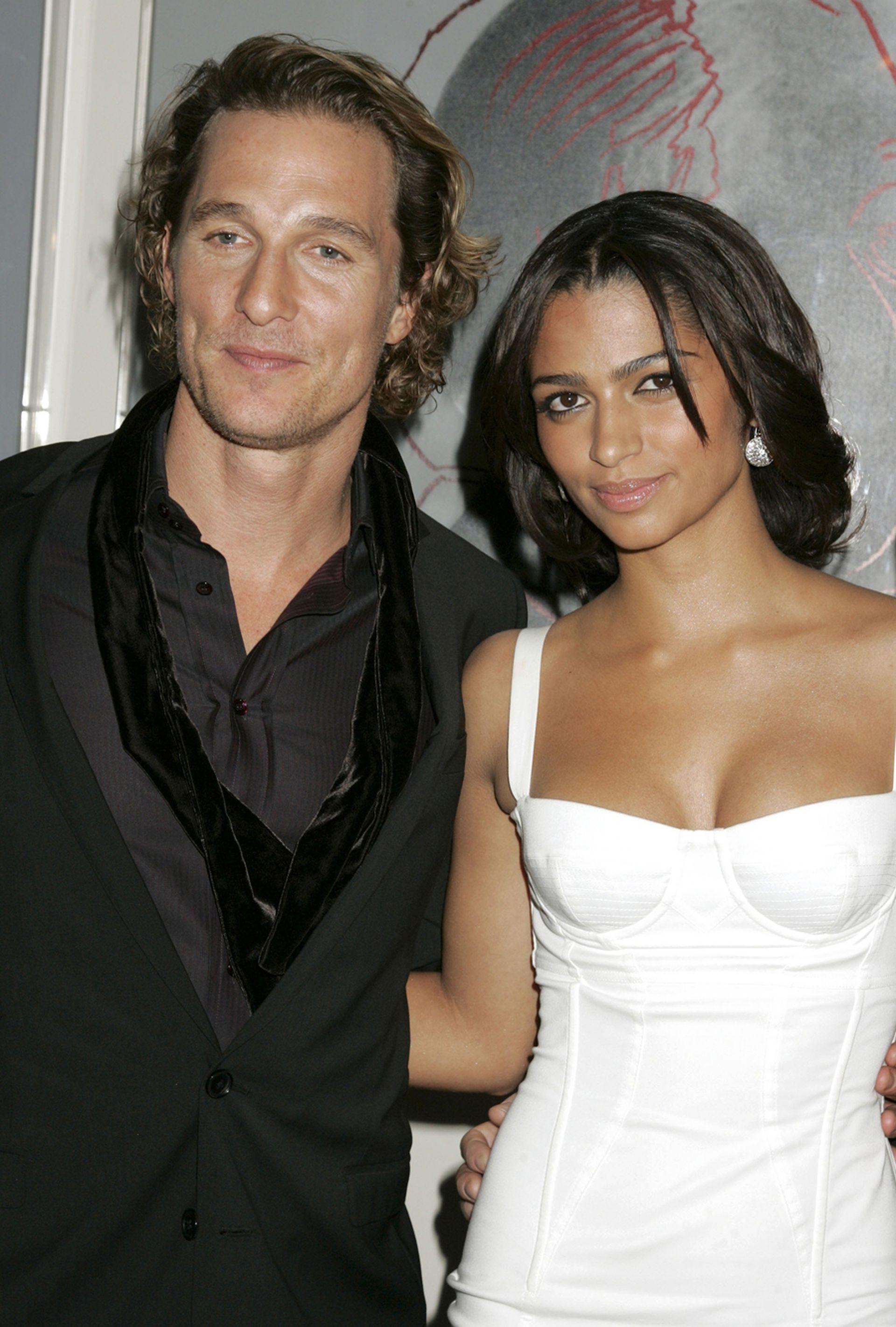 Una de las primeras imágenes del actor junto a Camila Alves, durante un evento en Nueva York, en diciembre de 2007