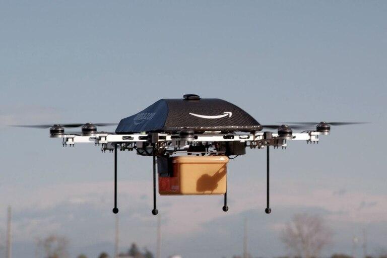 El vehículo no tripulado de Amazon podrá despachar envíos de hasta 2,3 kilos