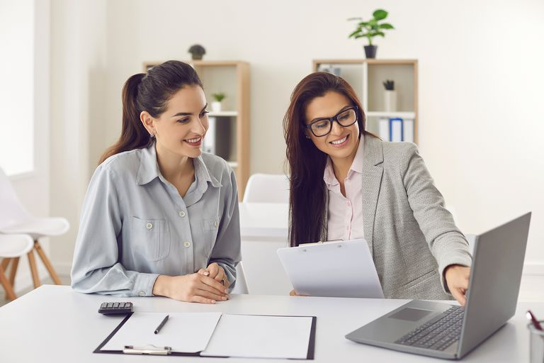 Según el 56% de los encuenstados afirma que entre una y tres mujeres tienen roles directivos dentro de las empresas