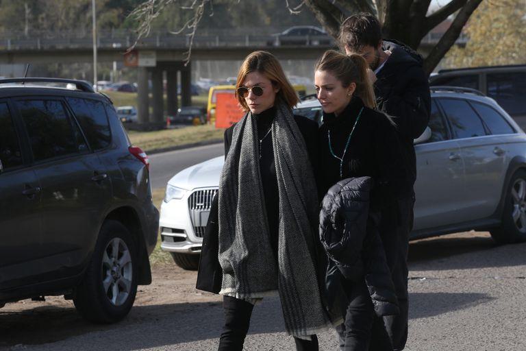 Laura, Horacio y Pilar Laprida, llegaron hasta el Memorial de Pilar para darle su último adiós a su hermana mayor
