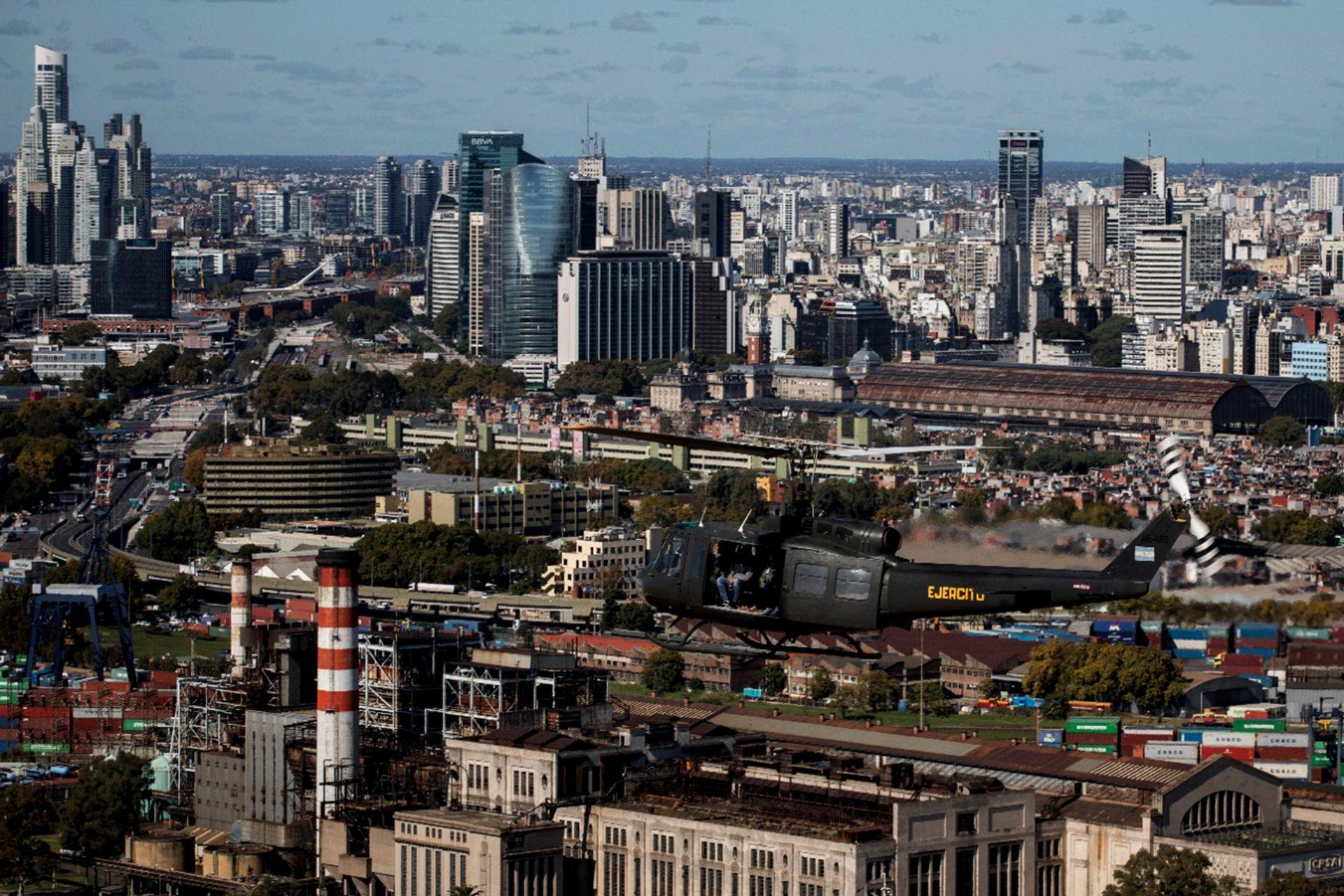 Vuelo en helicóptero del Ejército sobre la ciudad de Buenos Aires