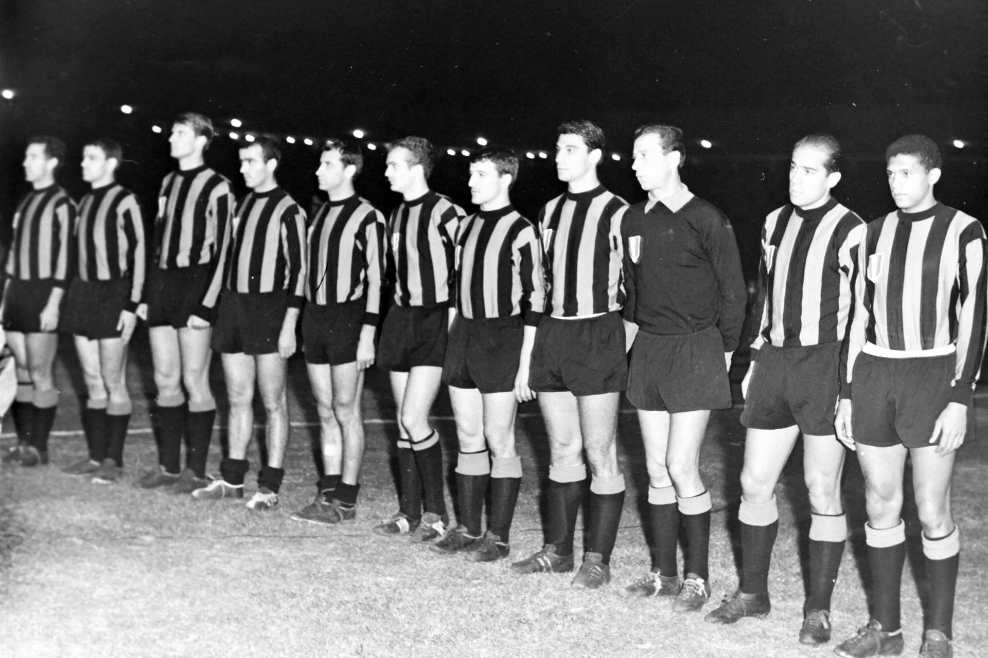 Luis Suárez (15 de septiembre de 1965): único español que ganó el Balón de Oro (1960); el elenco de Helenio Herrera empató 0-0 con Independiente (3-0 en la ida) y ganó la Intercontinental; Picchi, Burgnich, Facchetti, Corso, Peiró, Mazzola, Bedin, Guarneri, Sarti, Suárez y Jair