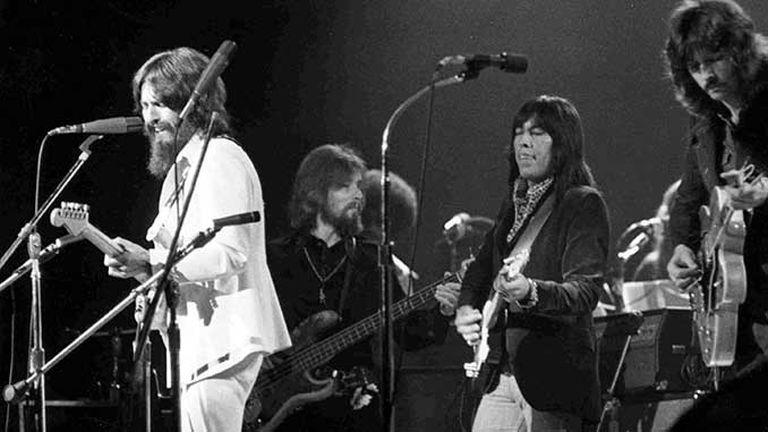 George Harrison, Klaus Voorman, Jim Horn y Eric Clapton en el concierto para Bangladesh en 1971.
