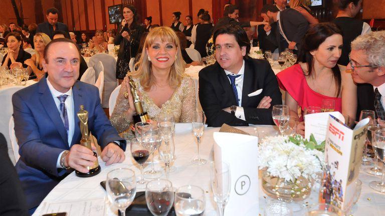 Mesa de ganadores. Teté y su Martín Fierro