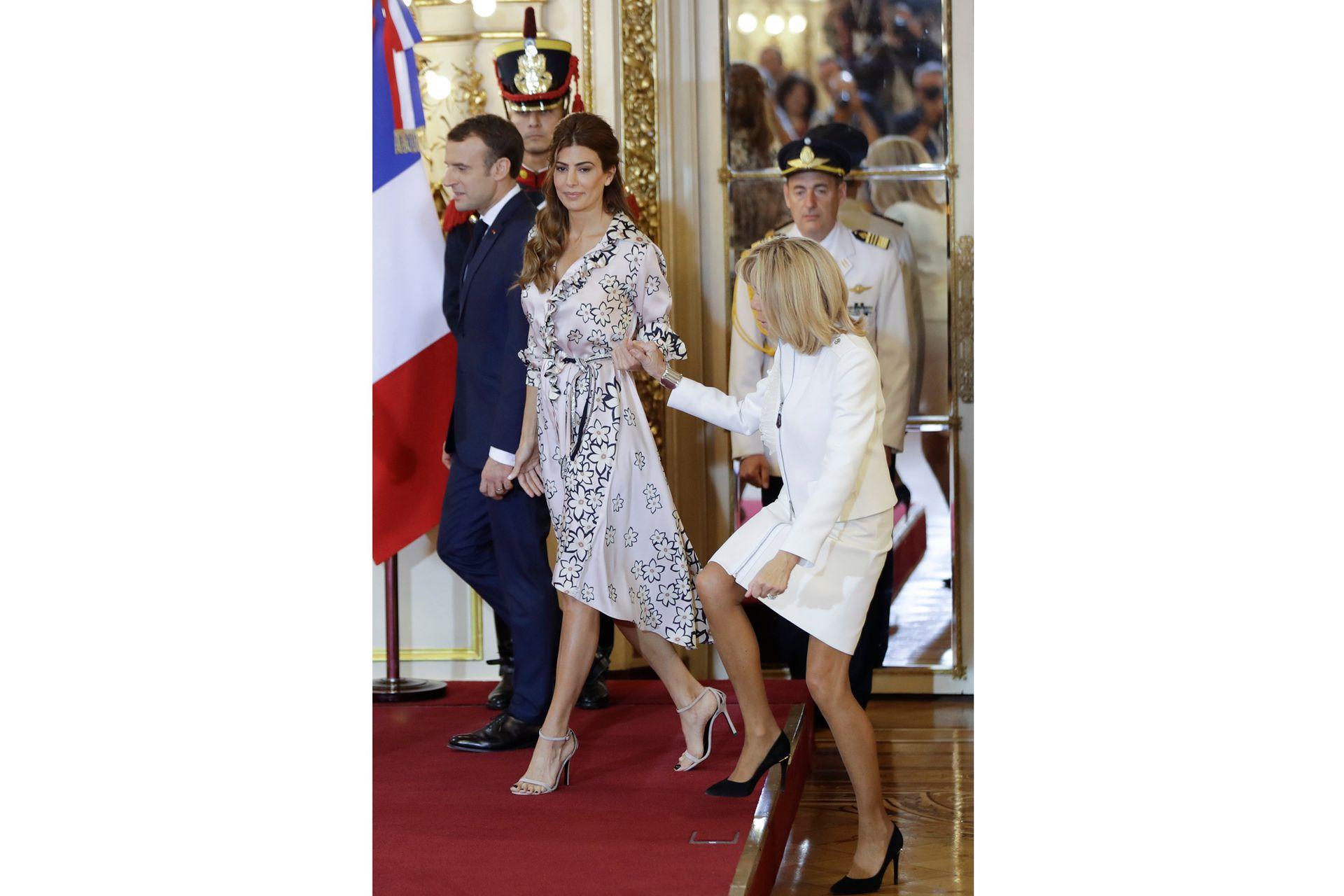Con Brigitte Macron, durante la cumbre del G20 en Buenos Aires a fines de 2018, llevó un vestido de Evangelina Bomparola (un modelo camisero en seda estampada con flores y ruedo irregular).