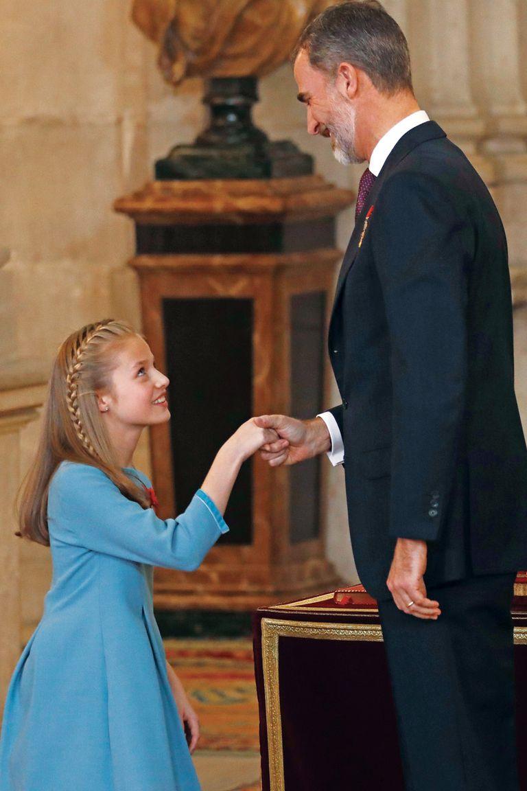 El 30 de enero de 2018, en una ceremonia celebrada en el Palacio Real, Leonor recibió el Toisón de Oro (una de las órdenes dinásticas de mayor prestigio en el mundo) de manos de su padre.