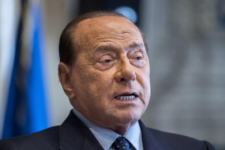 """Coronavirus: Silvio Berlusconi, en una fase """"delicada"""" por su contagio"""
