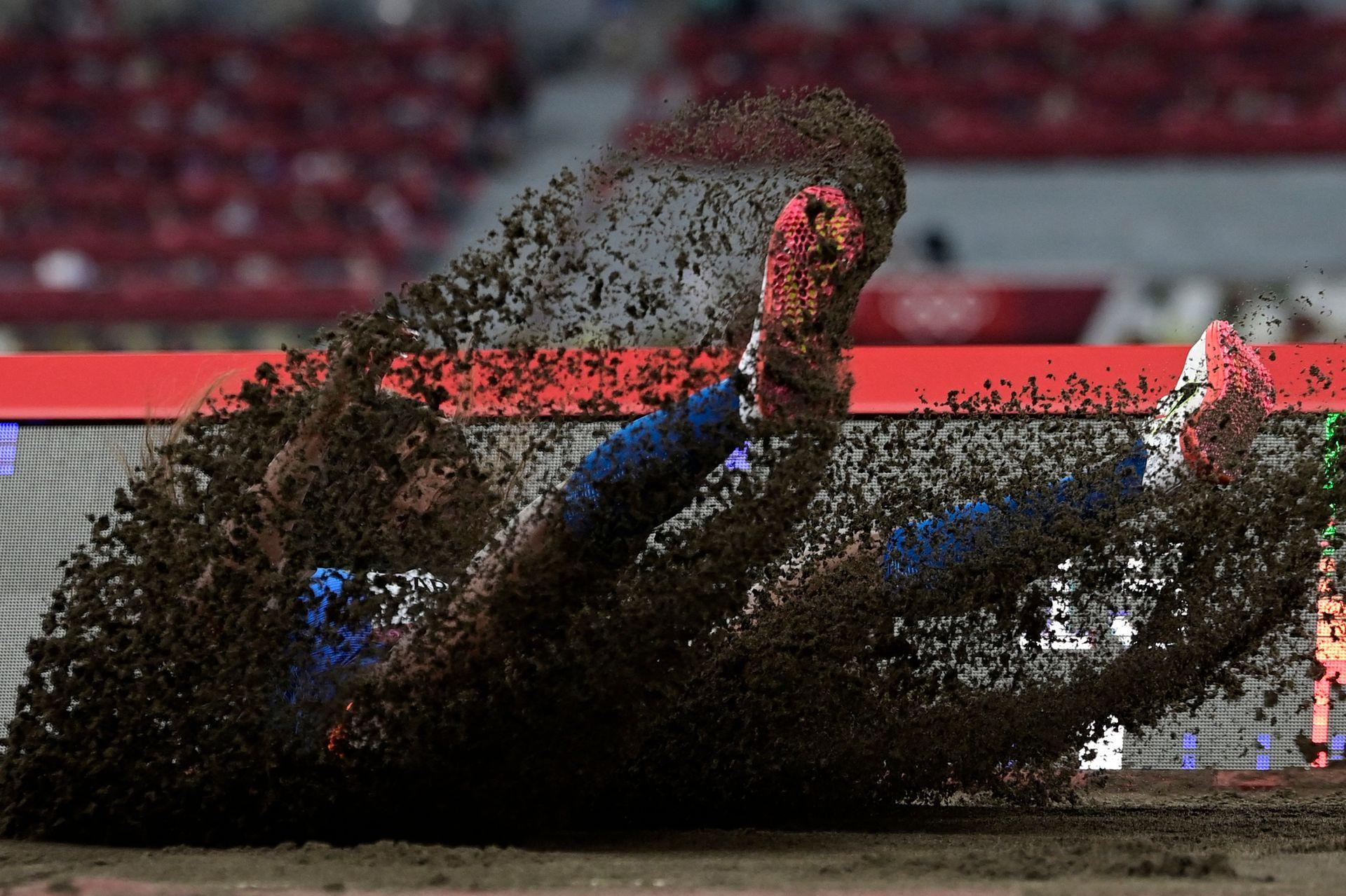 Katerine Ibarguen de Colombia, compite en las rondas clasificatorias de triple salto