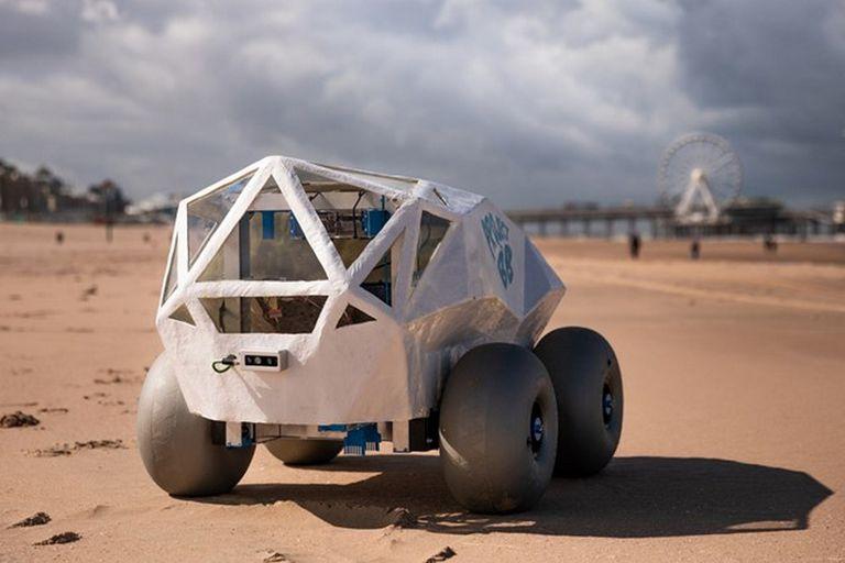 Este es el robot autónomo de Microsoft que limpia las colillas de la playa