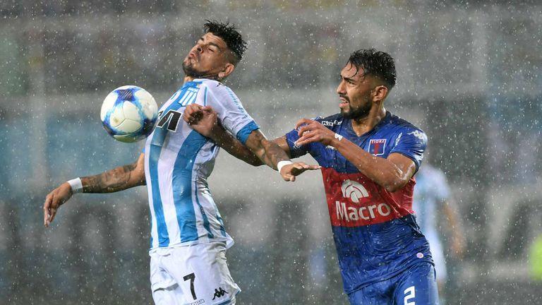 Racing-Tigre empataban 1-1 hasta que por la lluvia se suspendió el partido