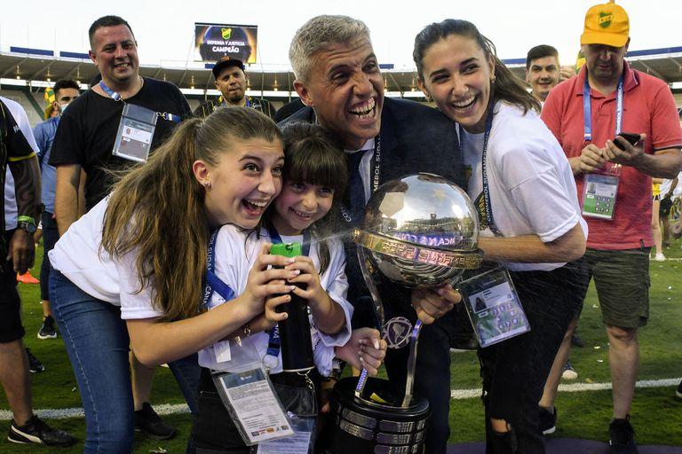 Hernan Crespo, con le sue figlie, si sente come una Coppa (del Sud America) e una riunione di famiglia