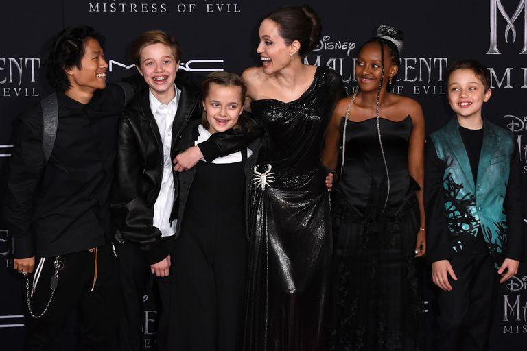 Angelina Jolie y sus hijos, a pura broma frente a los flashes