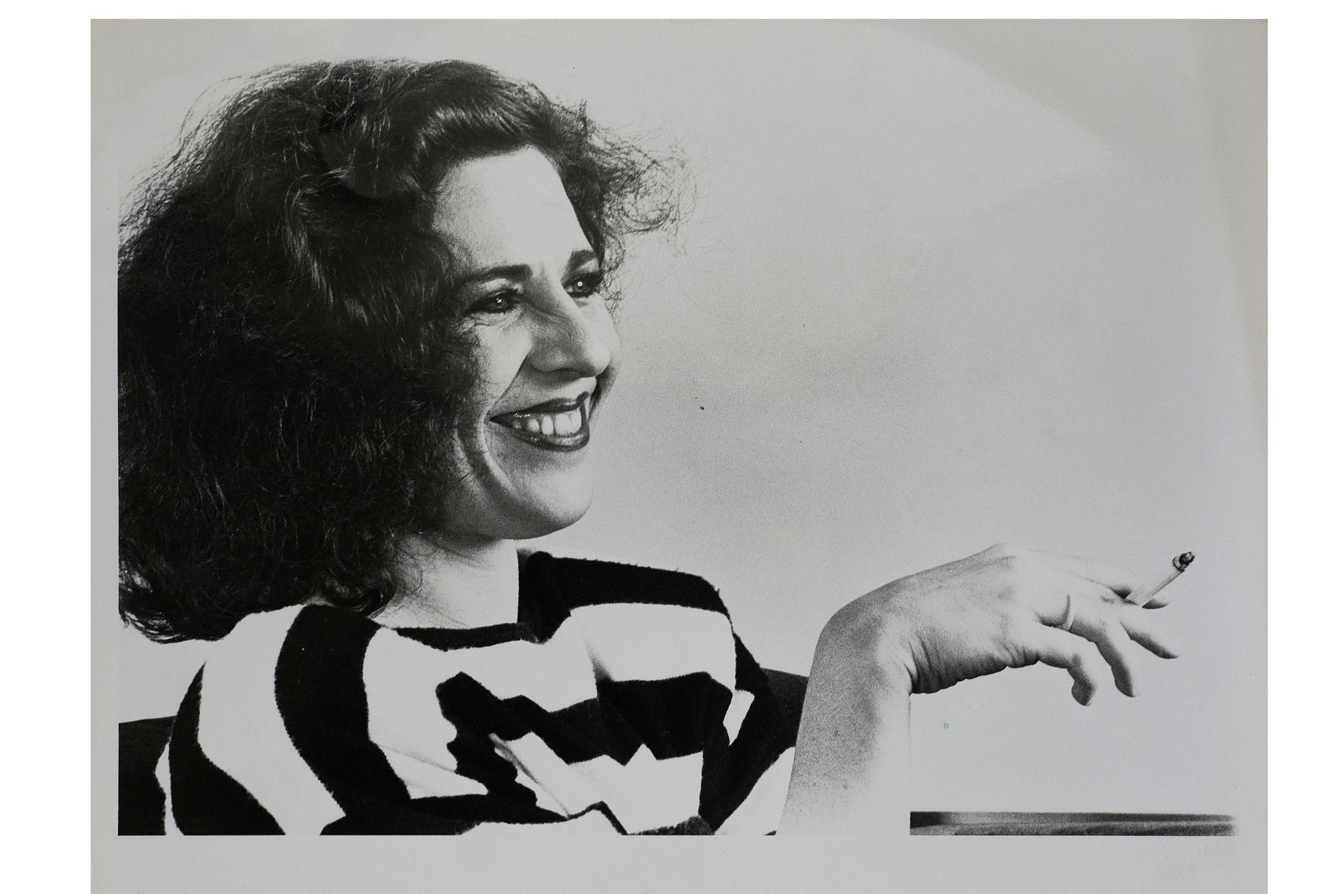 Reproducciones de copias encontradas en la calle por Astrid Pikielny que pertenecieron al archivo de Tiempo Argentino, Cronista Comercial y La Opinión. Como en ese entonces se entregaban copias de las agencias también hay de DyN y de Telam. Corresponden a la década del 70 y 80.