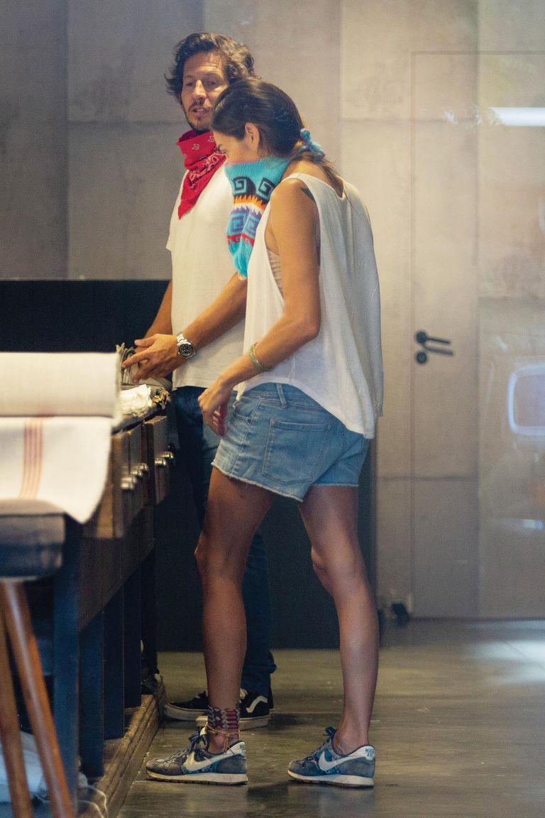 El mismo día de su llegada, la pareja visitó Compañía de Comercio, una tienda de géneros para decoración ubicado en Martínez