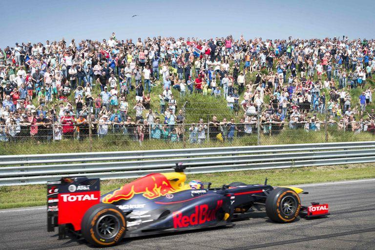 El local Max Verstappen en un ensayo con Red Bull en el único circuito neerlandés que recibió a la Fórmula 1, Zandvoort; la categoría vuelve a Países Bajos luego de 36 años.