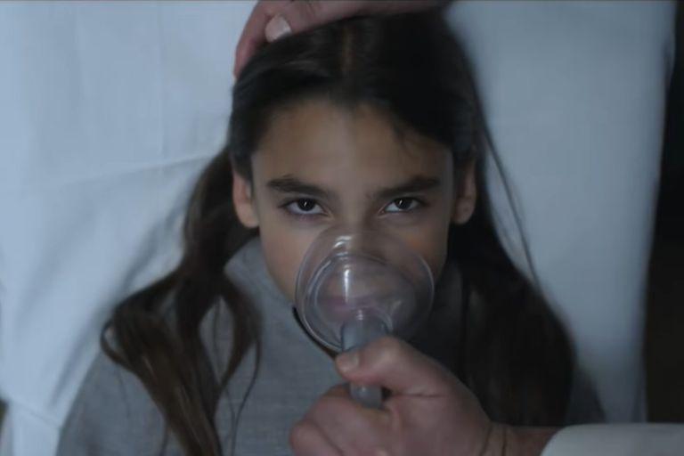 La actriz Ariana Greenblatt en su papel de Mathilda en Disomnia, la nueva película de Netflix que entró en el ranking
