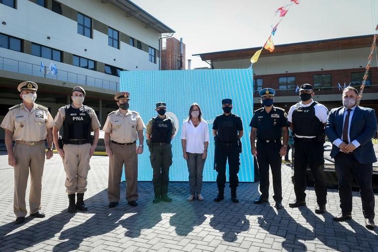 La ministra Frederic recibió las vacunas para las fuerzas de seguridad