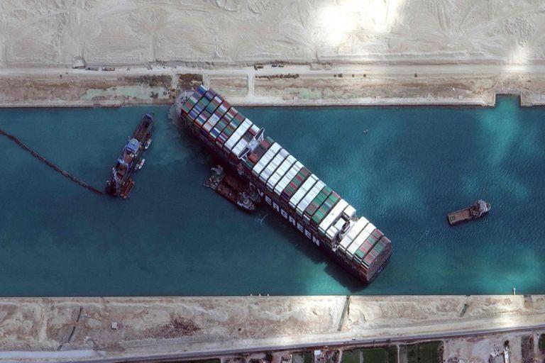Una foto satelital del bloqueo en el canal