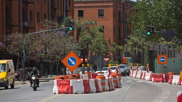 Las obras del Paseo del Bajo, los Food Trucks y la próxima cumbre de la Organización Mundial de Comercio, que bloquerá el ingreso a la zona, llevan a una importante merma de clientes para los restaurantes de la zona de Puerto Madero