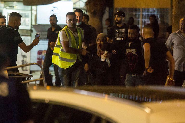 09-05-2021 Una mujer herida en los enfrentamientos entre palestinos y Policía de Israel en la jornada del viernes por la noche que dejo al menos 200 palestinos y 20 policías heridos. POLITICA AMIR LEVY
