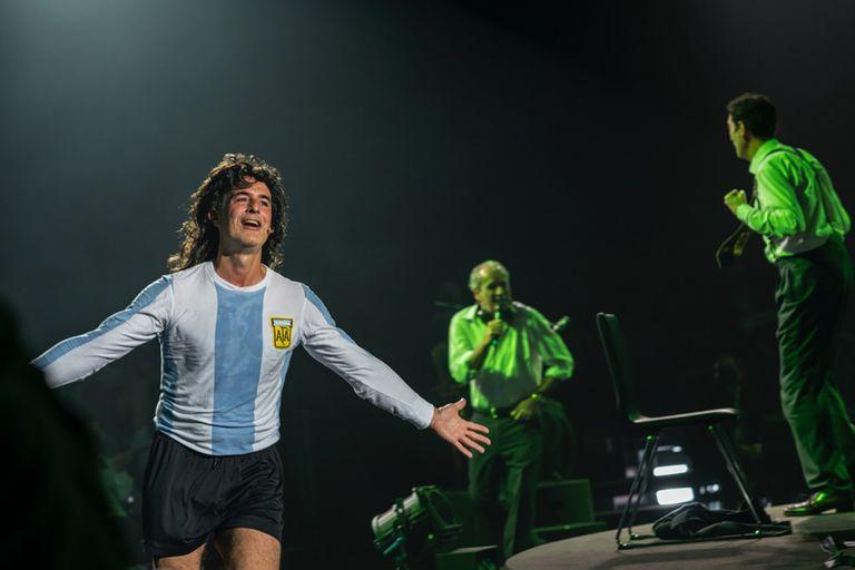 Esteban Meloni como Mario Kempes, en Shock I (El cóndor y el puma), en Madrid