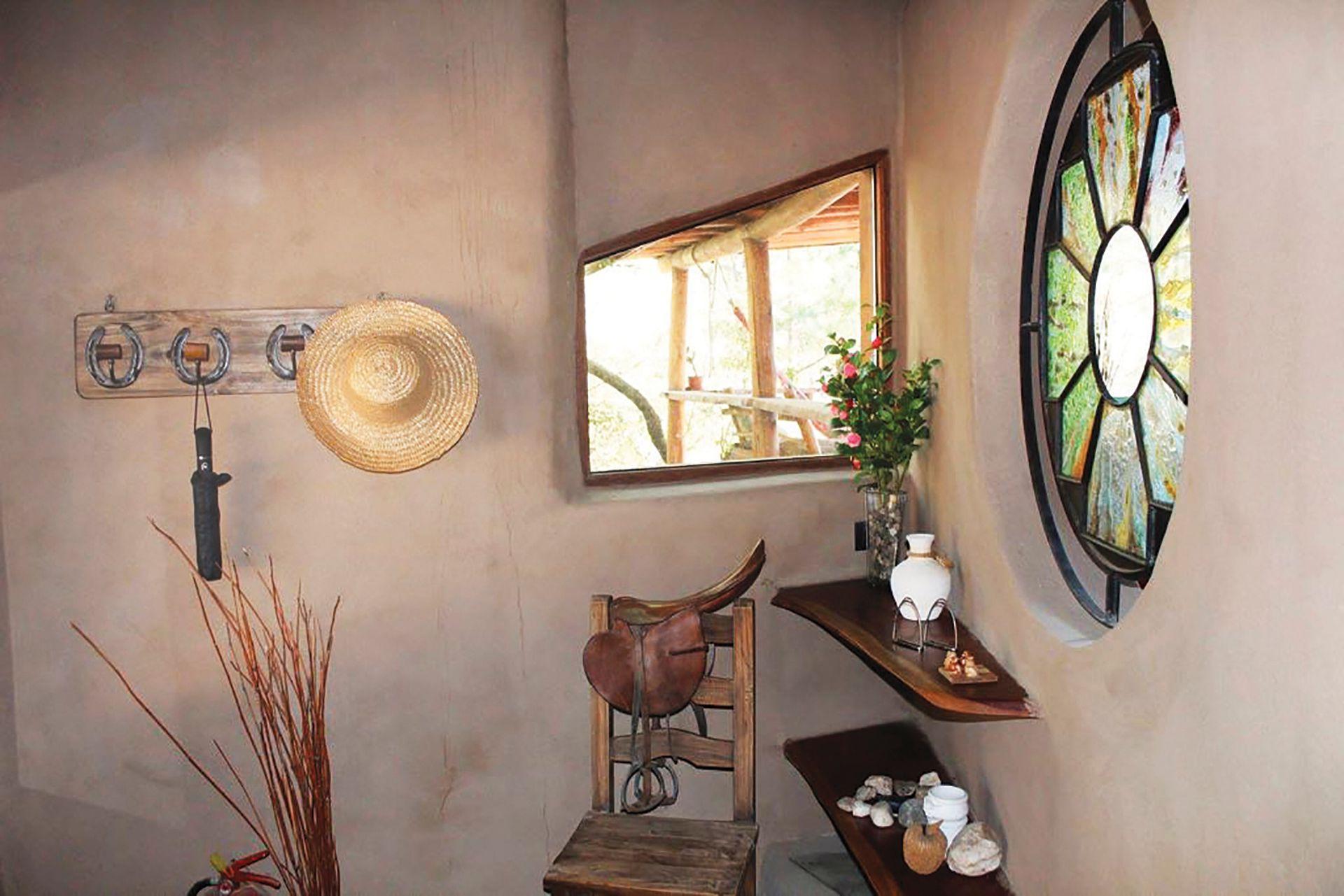 Cabaña de adobe y quincha con techo vivo en Córdoba estudio Hombre de Barro. Gentileza: Loft de montaña La Anita.