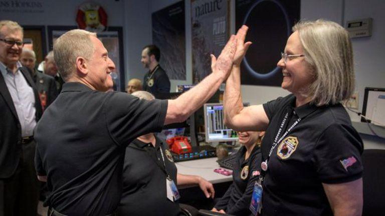 Este es el momento en el que el científico Alan Stern confirmó que New Horizons había volado sobre el cinturón de Kuiper