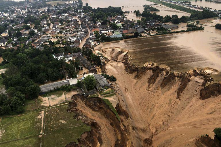 Una vista aérea de las inundaciones en el distrito de Blessem, en Colonia, Alemania