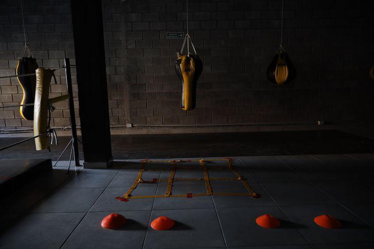 El gimnasio de box del Club Mitre mantiene las luces apagadas desde hace meses