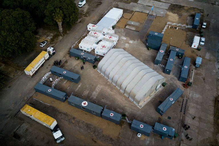 Imagen aérea de la llegada de los camiones al Apostadero Naval de las Fuerzas Armadas en Retiro