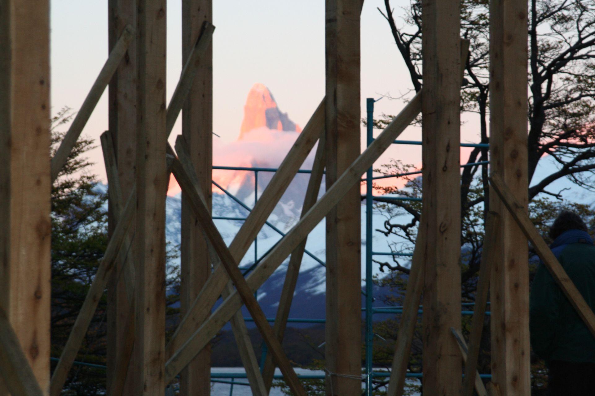 La cara norte del Fitz Roy vista desde la casa en construcción.