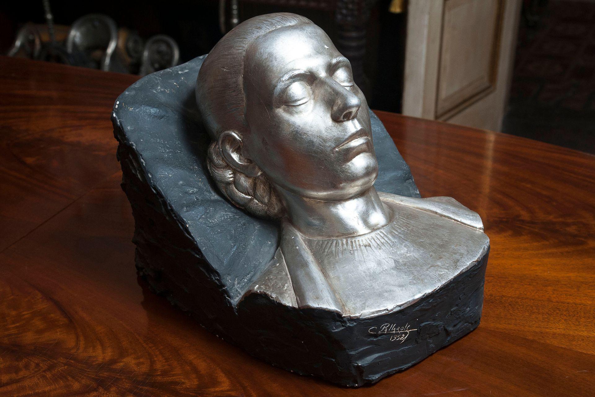Mascarilla original de Eva Perón, en el taller de Juan Carlos Pallarols hijo