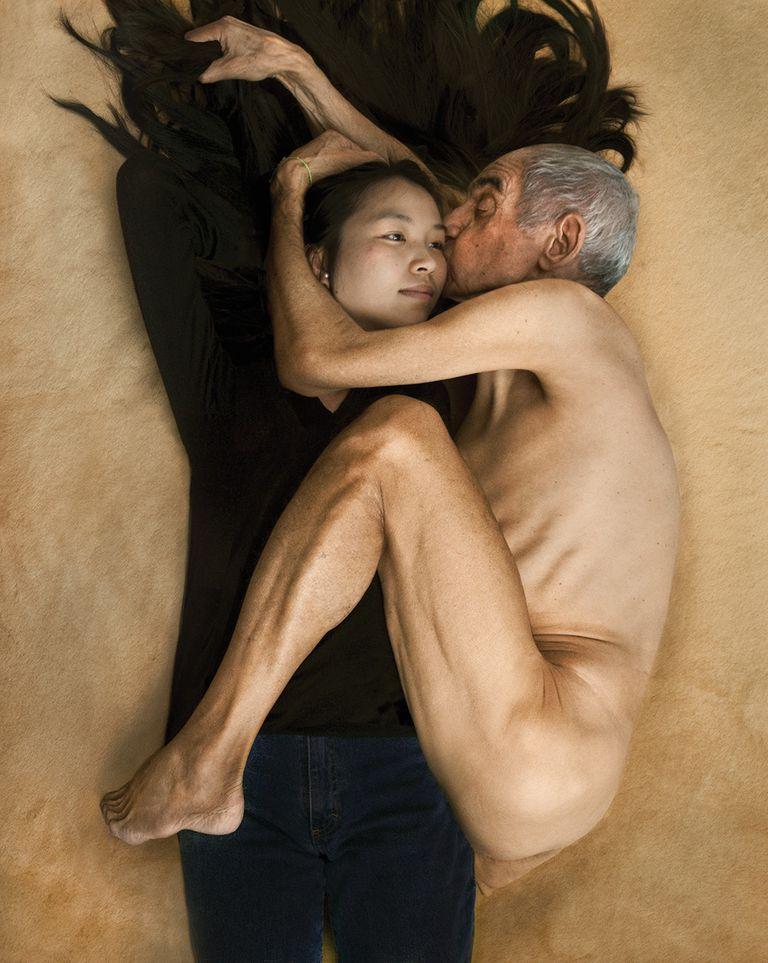 La fotógrafa francesa cuenta cómo logró reproducir fotos icónicas con la ayuda de un protagonista argentino, Ricardo Martínez Paz, de 73 años.