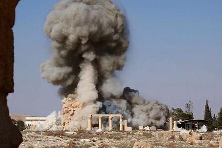 El momento de la detonación, según las imágenes difundidas por Estado Islámico