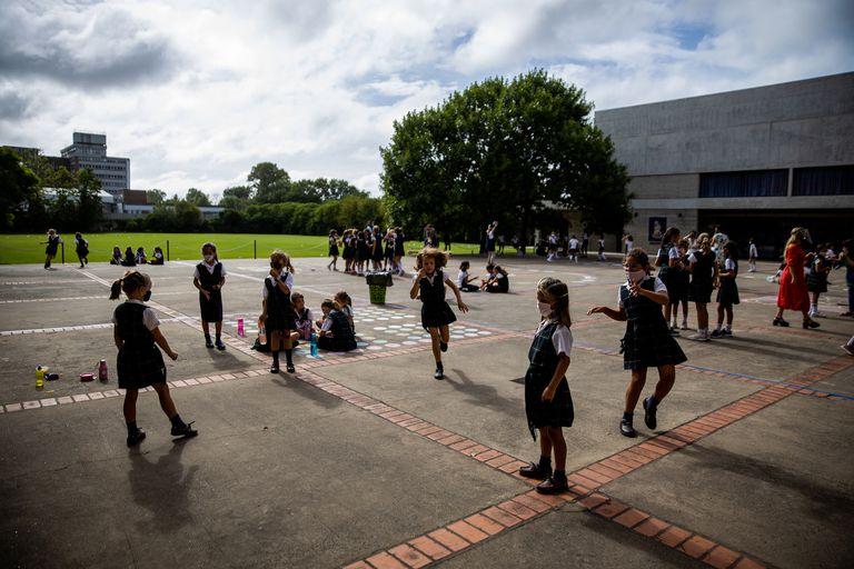 Las alumnas tienen un espacio delimitado para tener el recreo, de ese modo, no tendrán contacto con otras burbujas