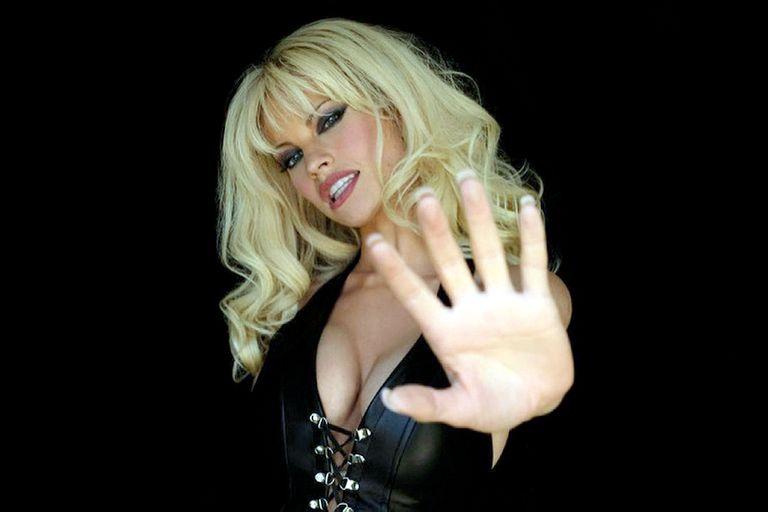 Lily James como Pamela Anderson.