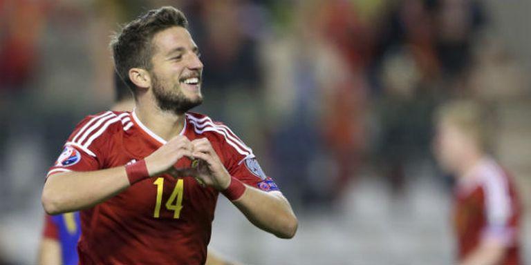 Mertens festeja uno de los goles en la goleada de Bélgica