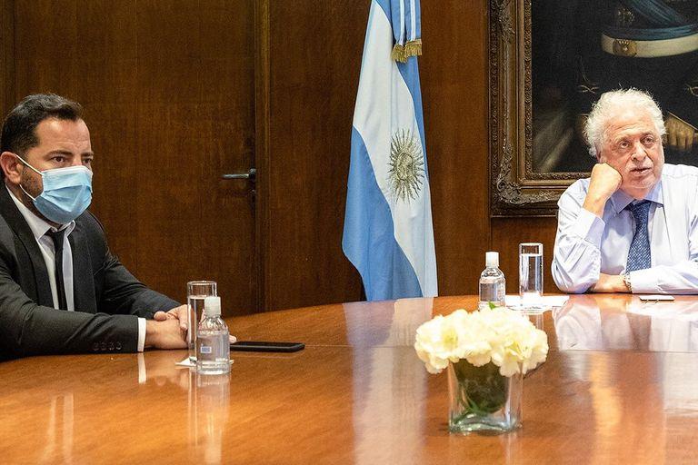 Lisandro Bonelli fue la mando derecha de su tío Ginés González García en el Ministerio de Salud; ahora volvería a su banca de diputado bonaerense por el Frente Renovador de Sergio Massa, donde le enrostran haberse alejado cuando llegó al gabinete nacional