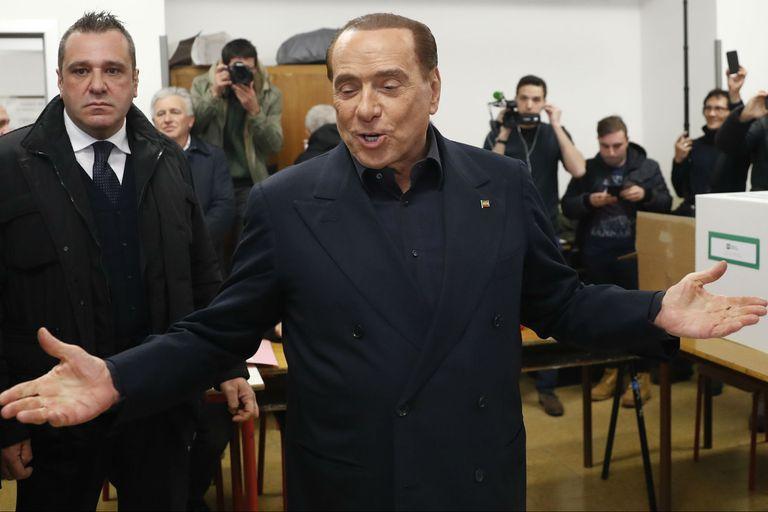 Italia: Tras 12 años, Berlusconi dejó a su novia por una mujer 54 años menor