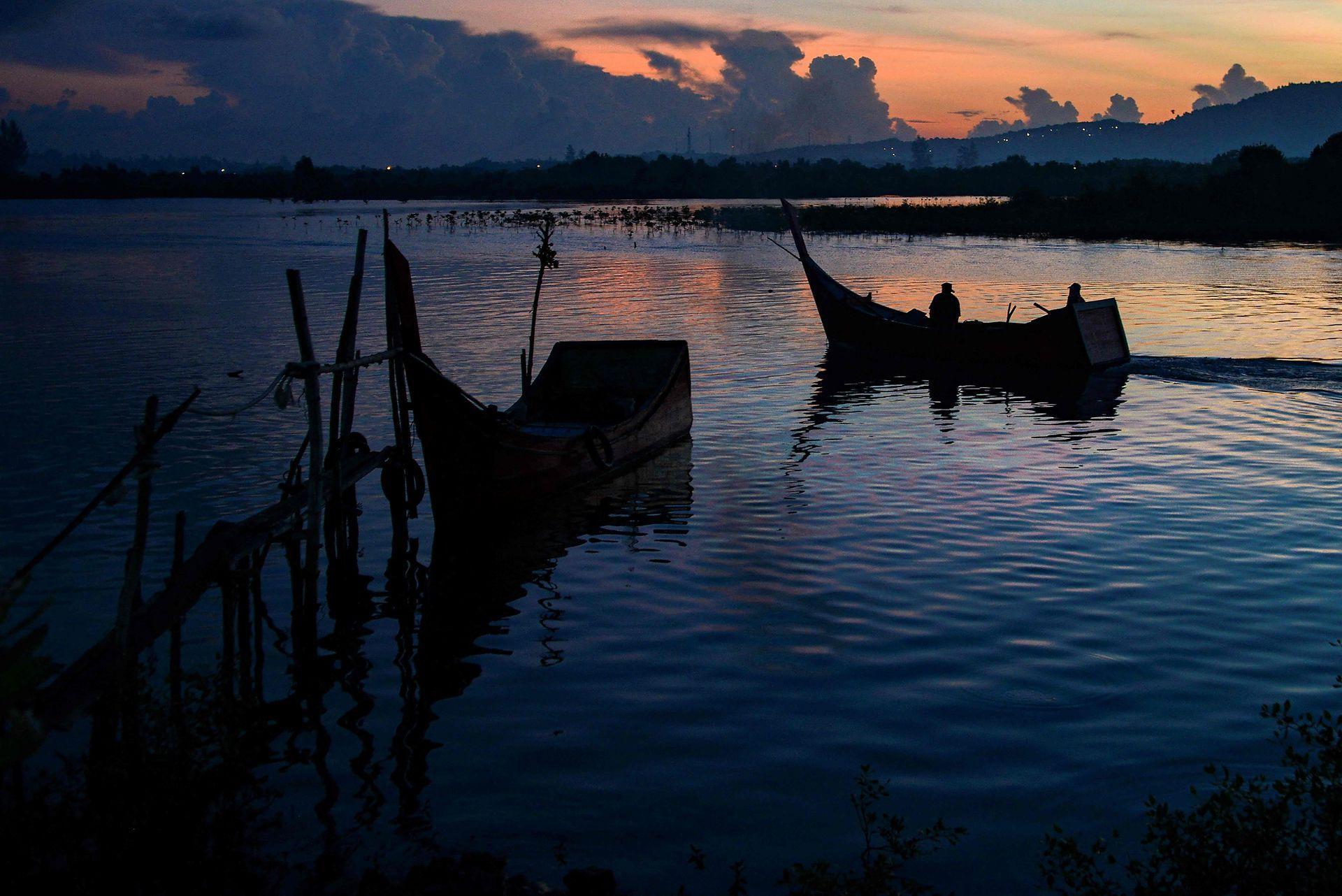 Las zonas de pesca están complicando la vida de quienes viven de ese recurso, cada vez hay más zonas con aguas contaminadas y escasean los peces