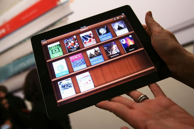 Apple deberá pagar una multa de 450 millones de dólares por conspirar con las editoriales el aumento de precios de los libros electrónicos, un segmento dominado por Amazon