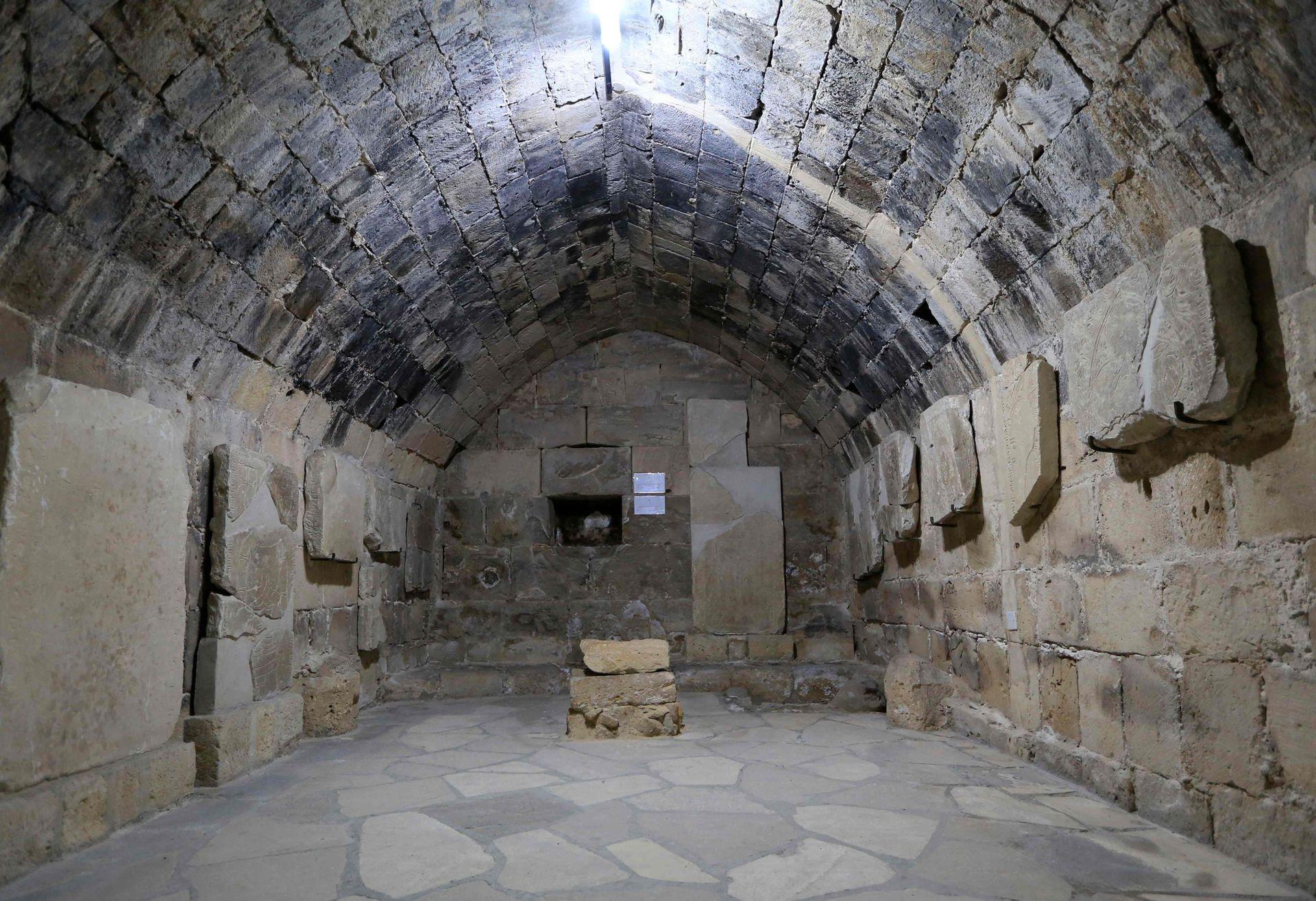 Los templarios solo poseyeron Chipre durante ocho meses antes de venderle la isla al francés Guy de Lusignan, pero durante un tiempo conservaron varios de los castillos, hasta que fueron calificados de herejes y quemados en la hoguera en el siglo XIV, según varias obras