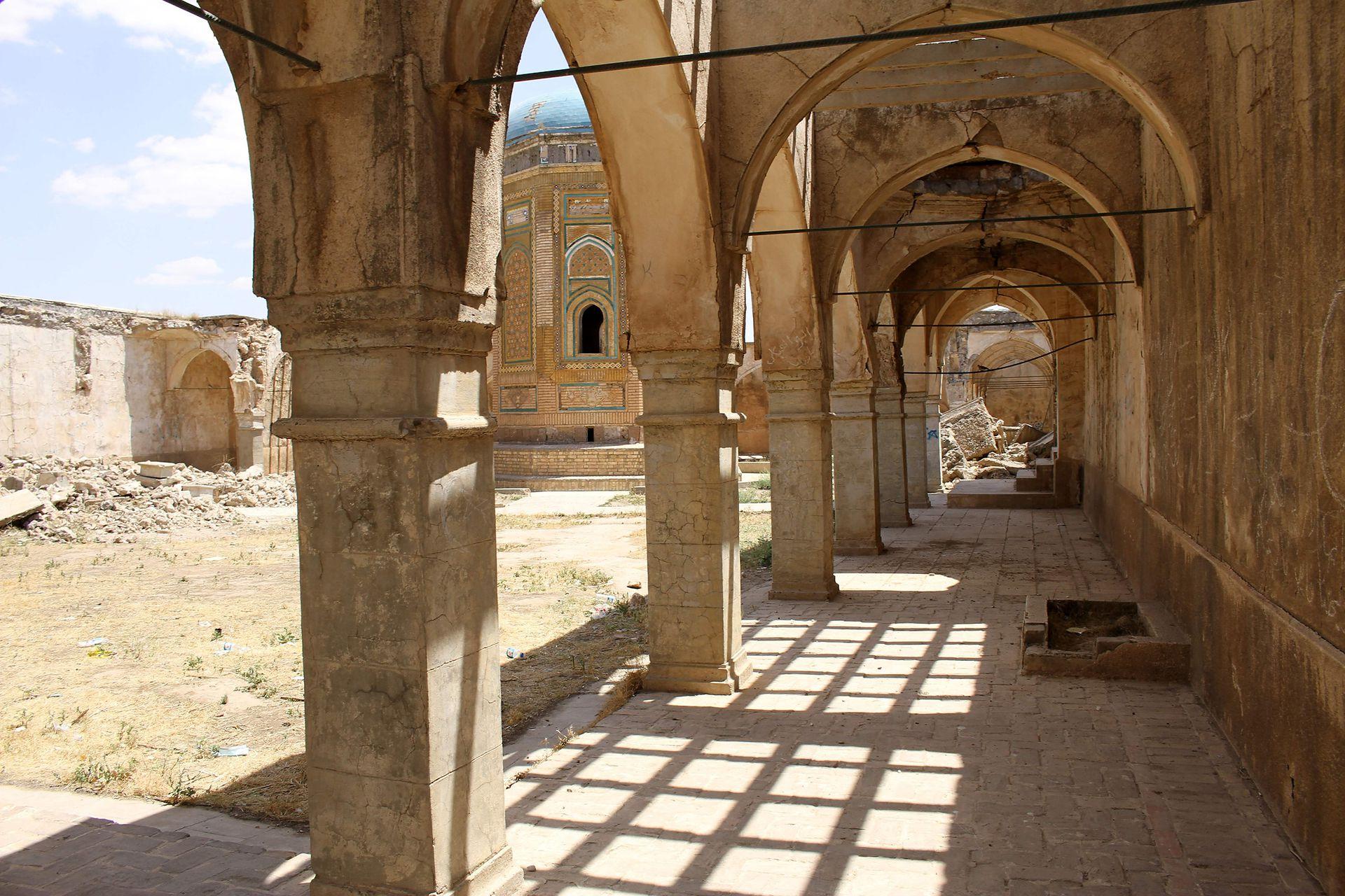 """Los mosaicos se desmoronan y las paredes están a punto de caer en la ciudadela de 3.000 años de antigüedad y en la """"qishla"""", una guarnición otomana"""