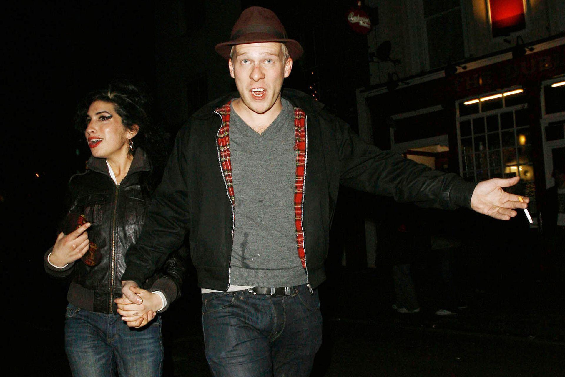 La artista estuvo en pareja con el músico Alex Clare en un impasse de su noviazgo con Fielder-Civil